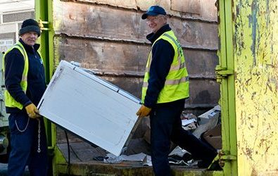 how to stay safe when hiring a skip feature image